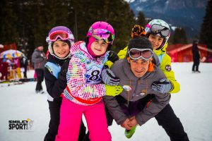 grupa copii in tabara de ski Italia