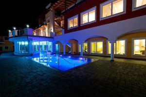 Piscina hotel vacanta schi Italia